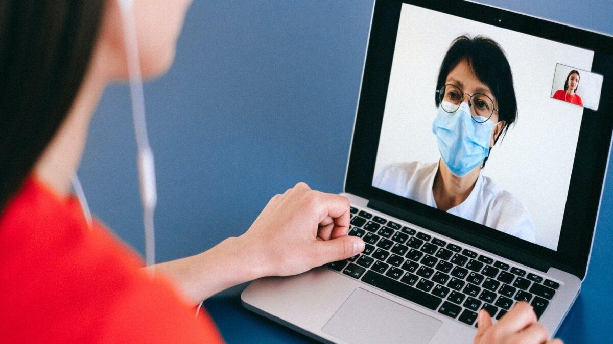 Telesalud: cómo aprovechar la tecnología para mejorar la atención remota de los pacientes